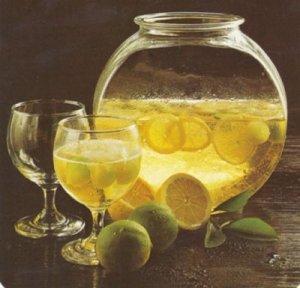 Bautura racoritoare cu pepene galben si vin